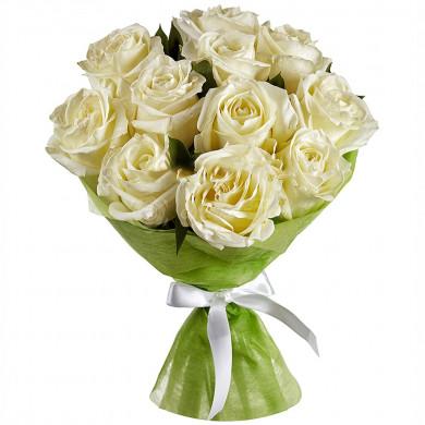 Букет из 11 белых роз в фетре